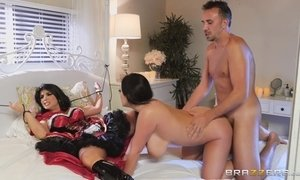 FFM threesome with dressed up busty chick and a sexy vampire