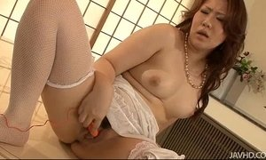 Gorgeous Ai Yuumi stuffed with fingers until she cums