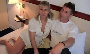 French milf gets her twat fist fucked